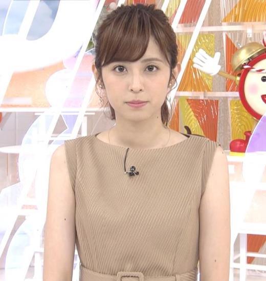 久慈暁子アナ 裸に見えそうな色のワンピース