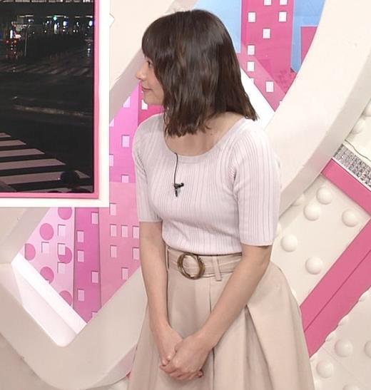 笹崎里菜アナ 安定のニット乳
