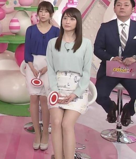 笹崎里菜アナ ミニスカで座って太もも見え過ぎ