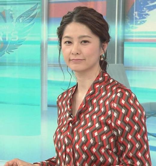 杉浦友紀アナ ゆったりシャツ