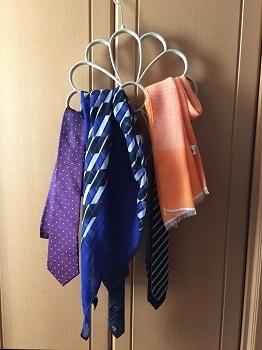 0415ネクタイやスカーフをかけた状態