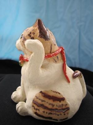 招き猫 横向き茶トラ模様  すず音窯