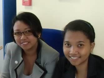 マダガスカルの丸顔女性銀行事務員