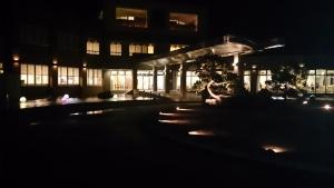 ホテル恵風、夜。