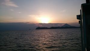 フェリーなんきゅう、沈みゆく夕日