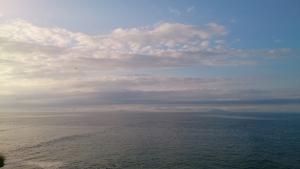 納沙布岬、遥かに見えるは、国後か。