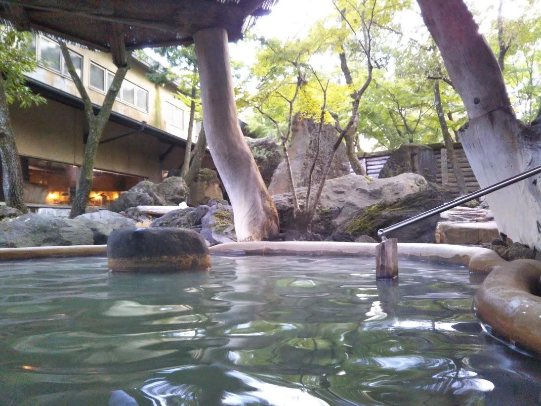 アーデンホテル阿蘇、「どんどこ湯」。露天風呂1