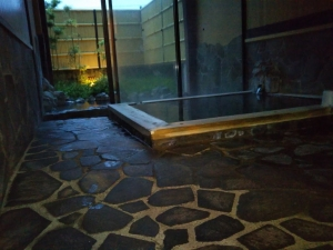 鷹の家、貸切風呂、檜風呂、内湯。