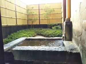 鷹の家、貸切家族風呂、岩風呂、露天。