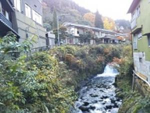 湯平温泉、花合野川。