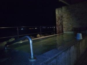 伊東パウエル、大浴場、露天風呂、夜
