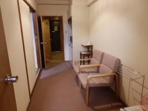 伊東パウエル、部屋、廊下