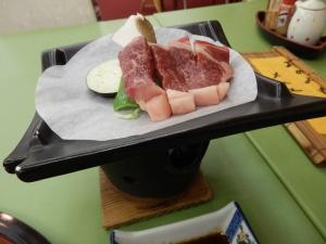 アーデンホテル阿蘇、夕食料理、自家牧場製あか牛