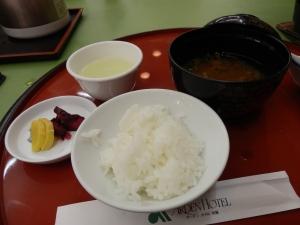 アーデンホテル阿蘇、夕食料理、ご飯と味噌汁