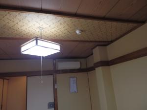 鷹の家、部屋、天井。