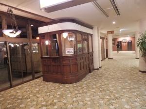 阿蘇プラザホテル、ロビー貸本コーナー1