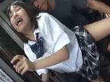 バス車内で犯されてしまう女子校生||