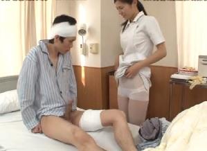 ナースに体を拭かれフル勃起しちゃった男性入院患者||