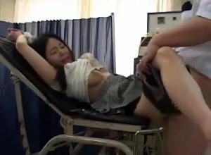 悪徳産婦人科医が人妻を分娩台拘束して非道の中だしレ○プ||