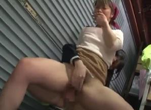 スーパーの女性店員のオマ●コに媚薬を塗りぺニバンで犯す痴女JK||