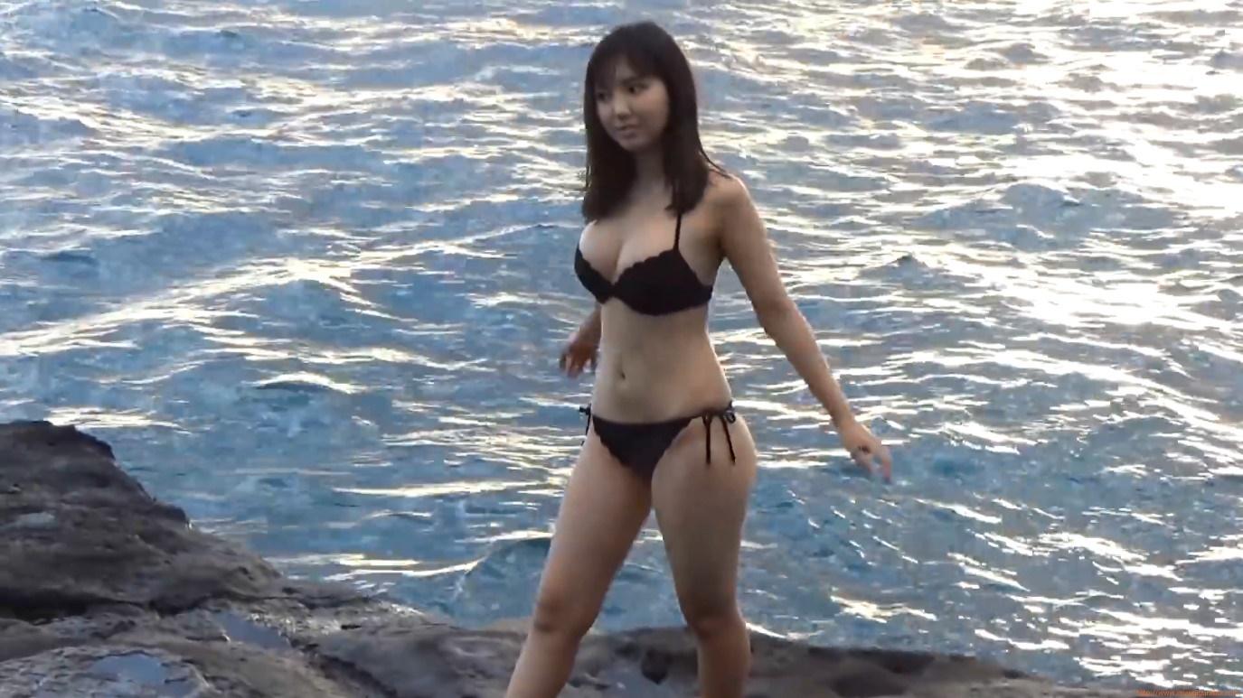 橋本梨菜の日焼けした水着画像がセクシー ...