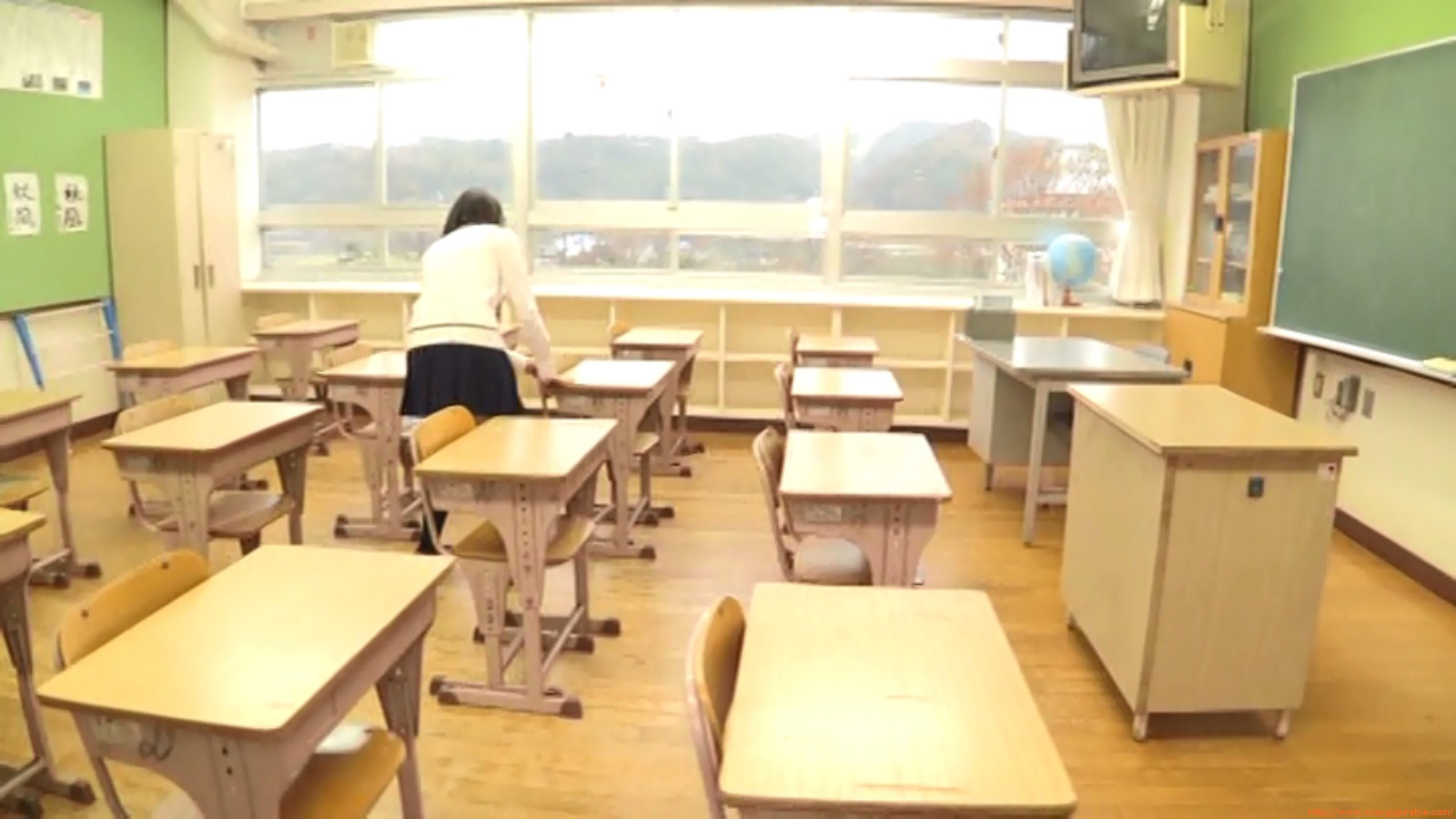 Two-person classroom034