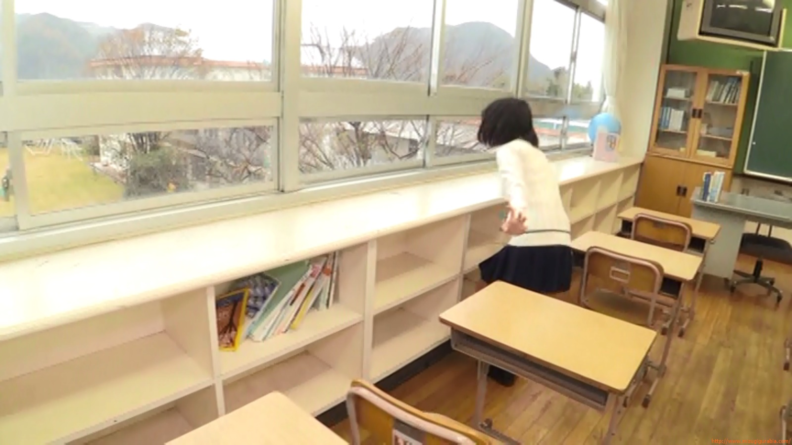 Two-person classroom089