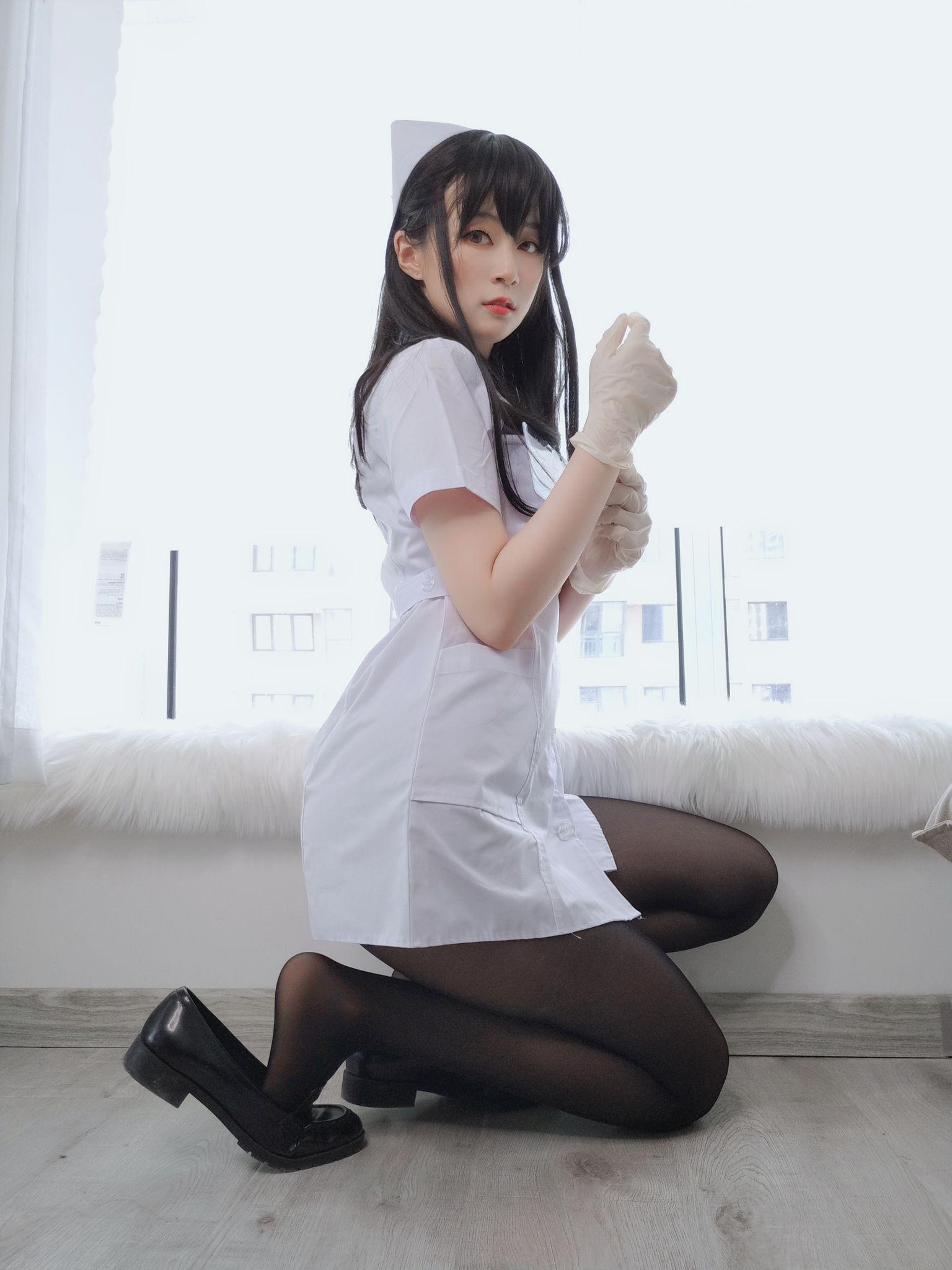 Nurse with long hair065