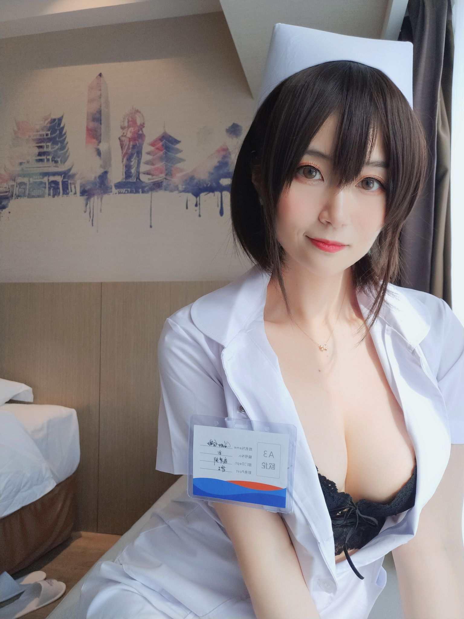 Nurse with short hair013