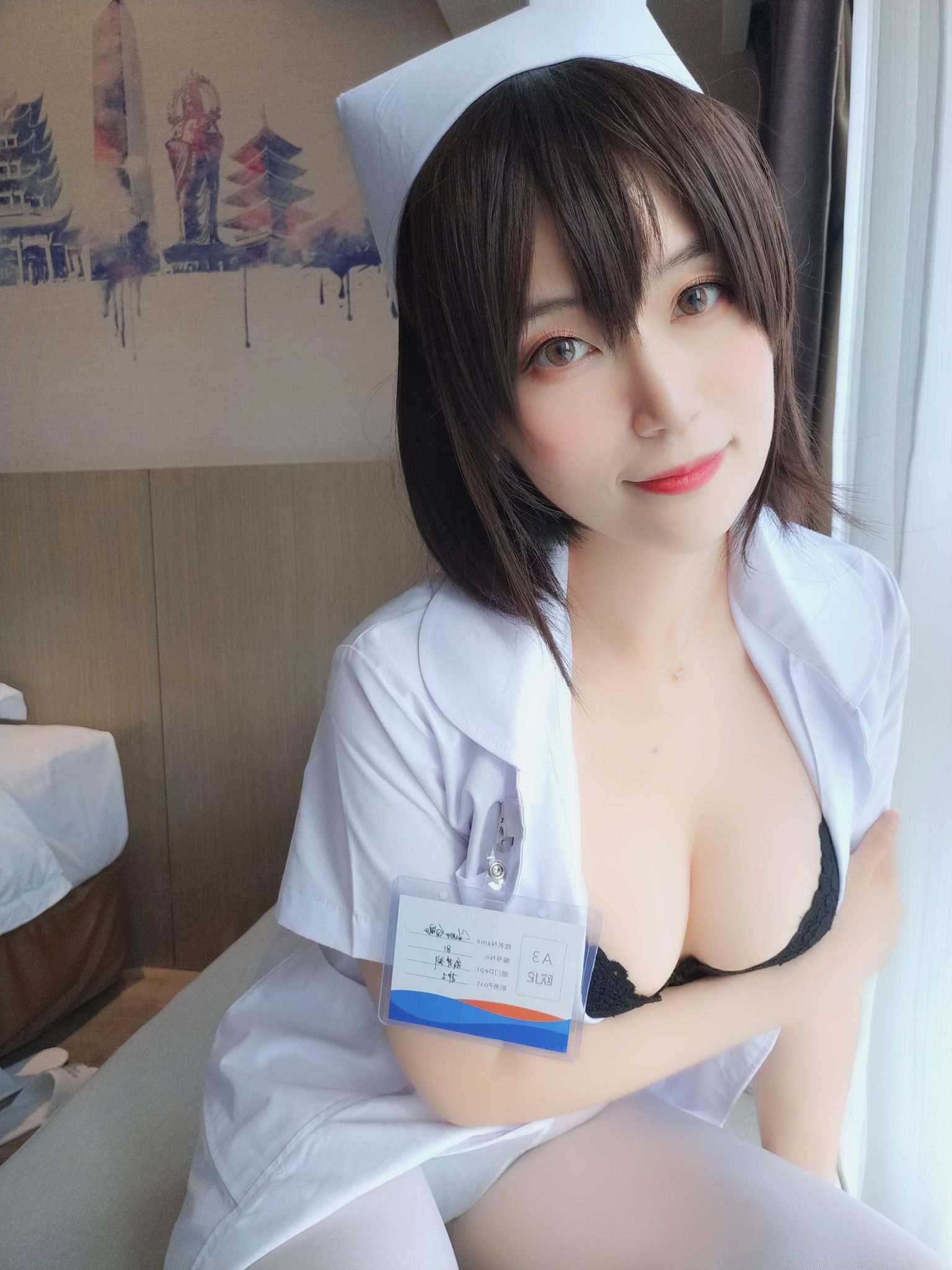 Nurse with short hair043