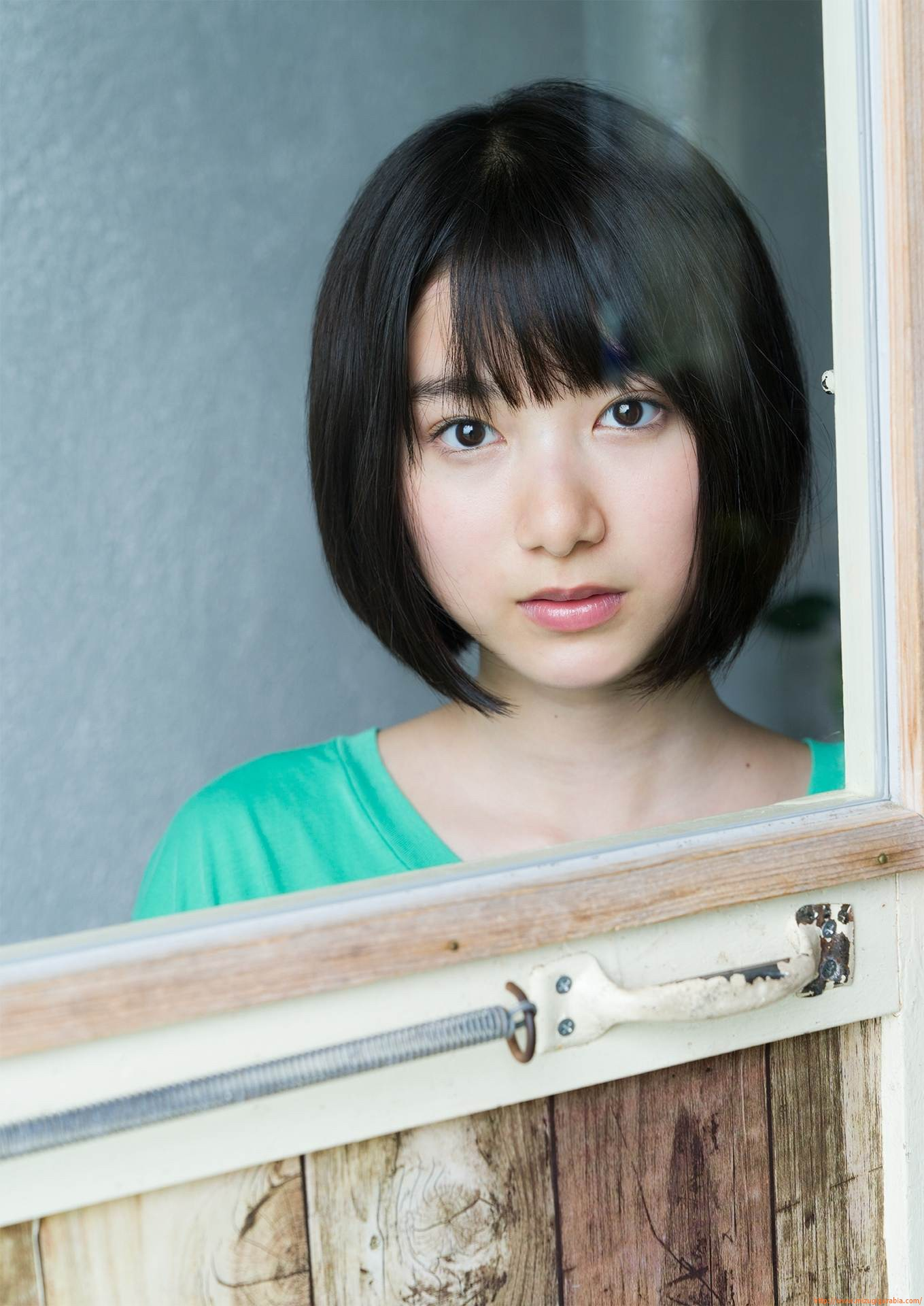 First swimsuit gravure of a beautiful girl of 16 years old topic008