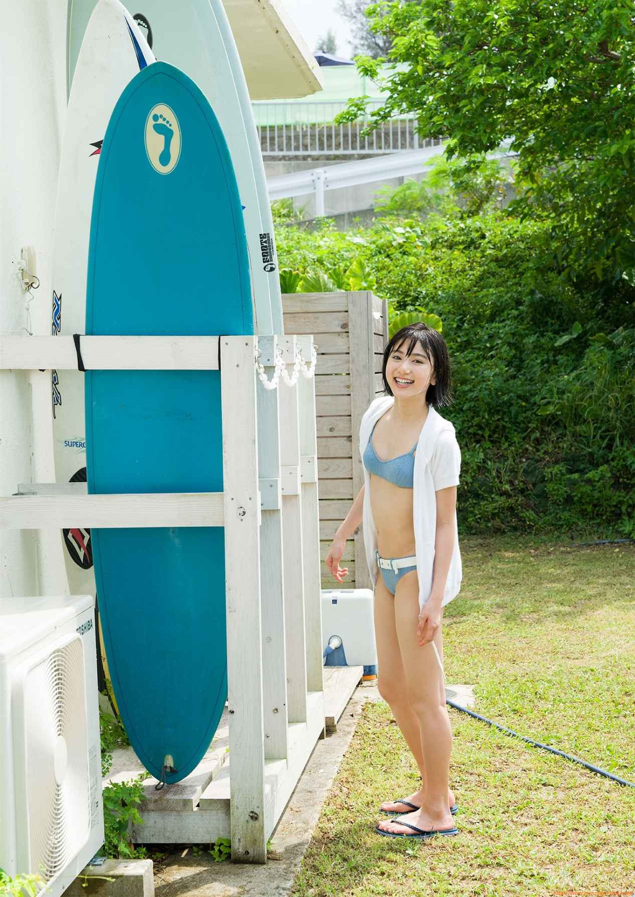 First swimsuit gravure of a beautiful girl of 16 years old topic013