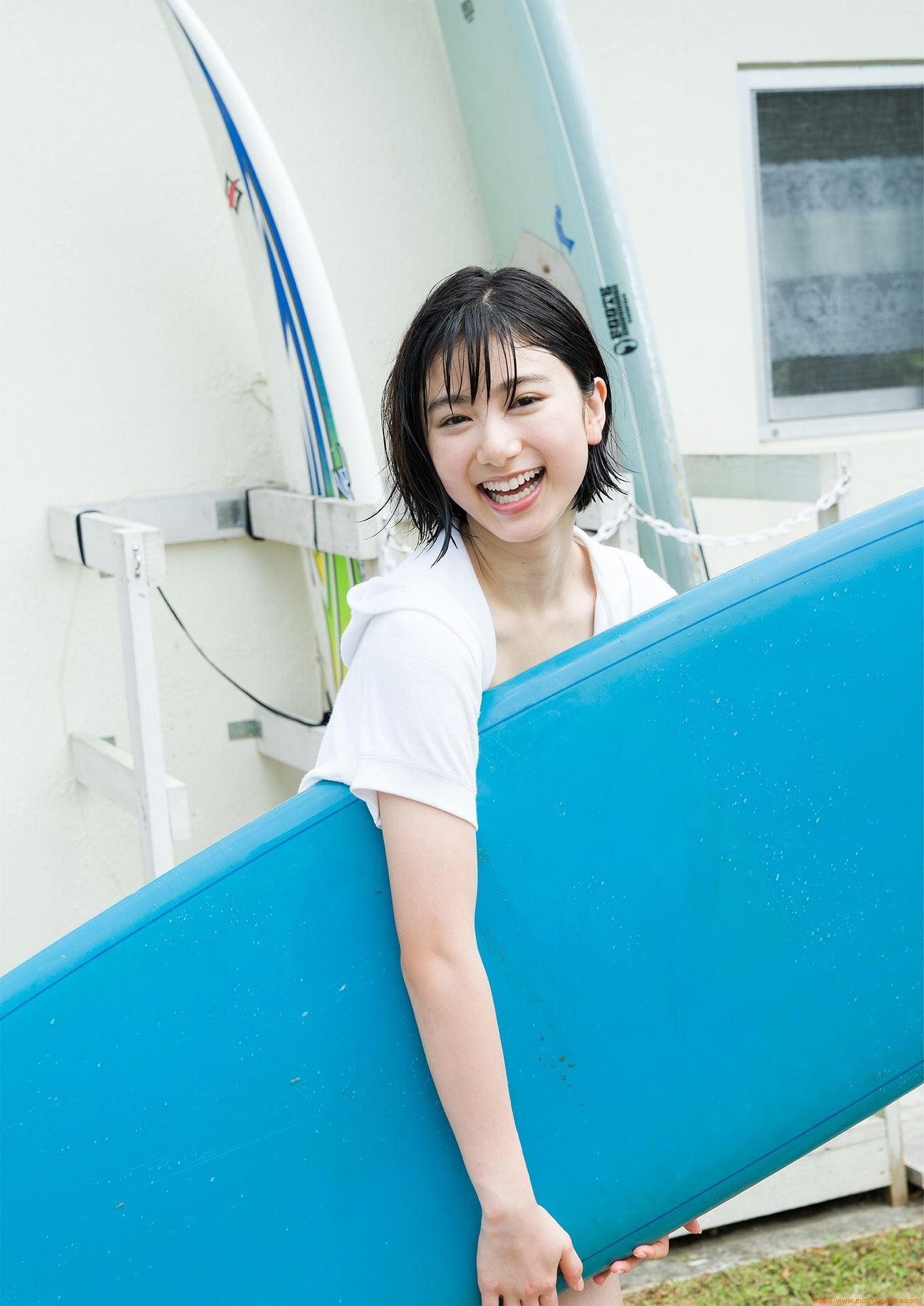 First swimsuit gravure of a beautiful girl of 16 years old topic014