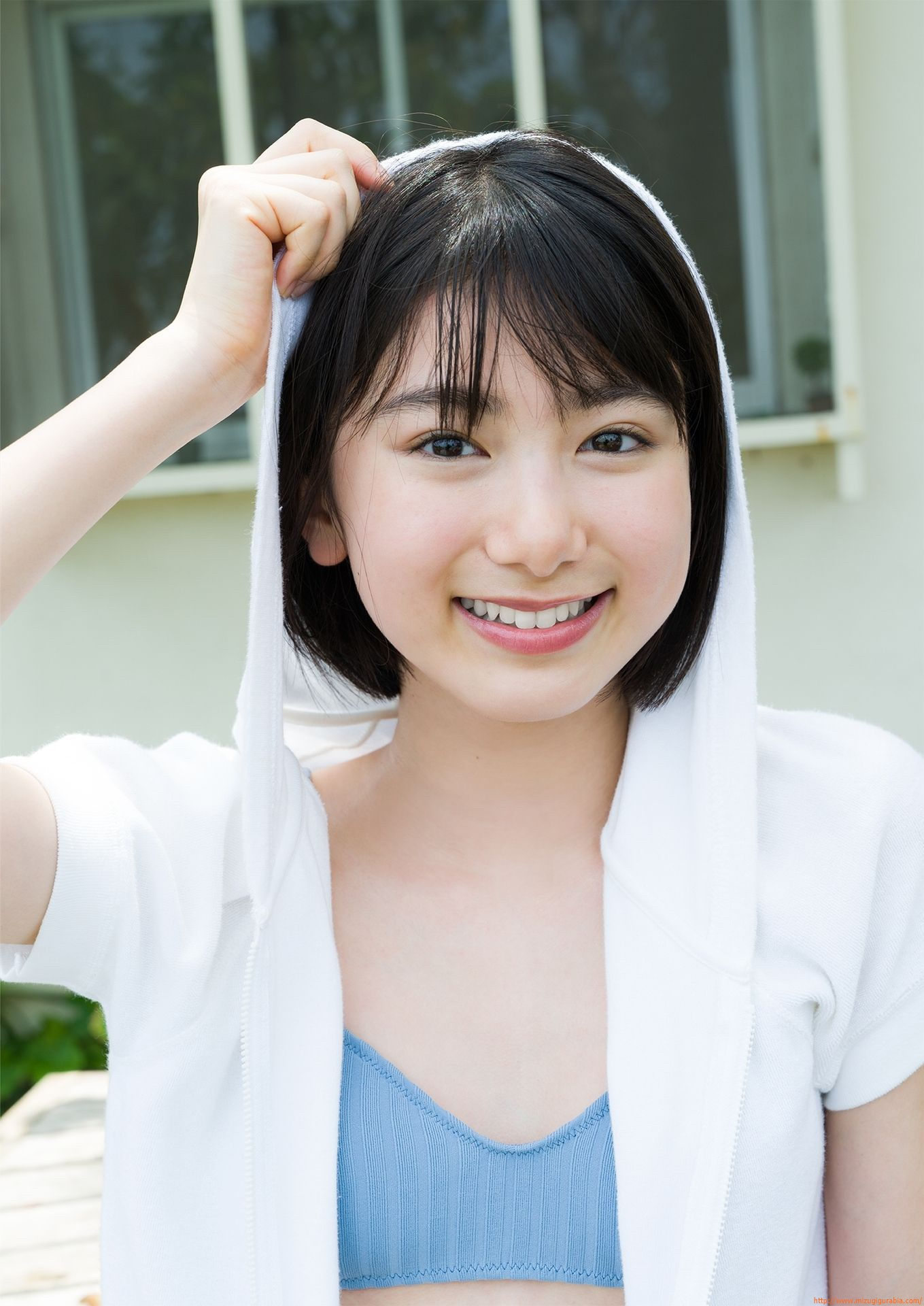 First swimsuit gravure of a beautiful girl of 16 years old topic015