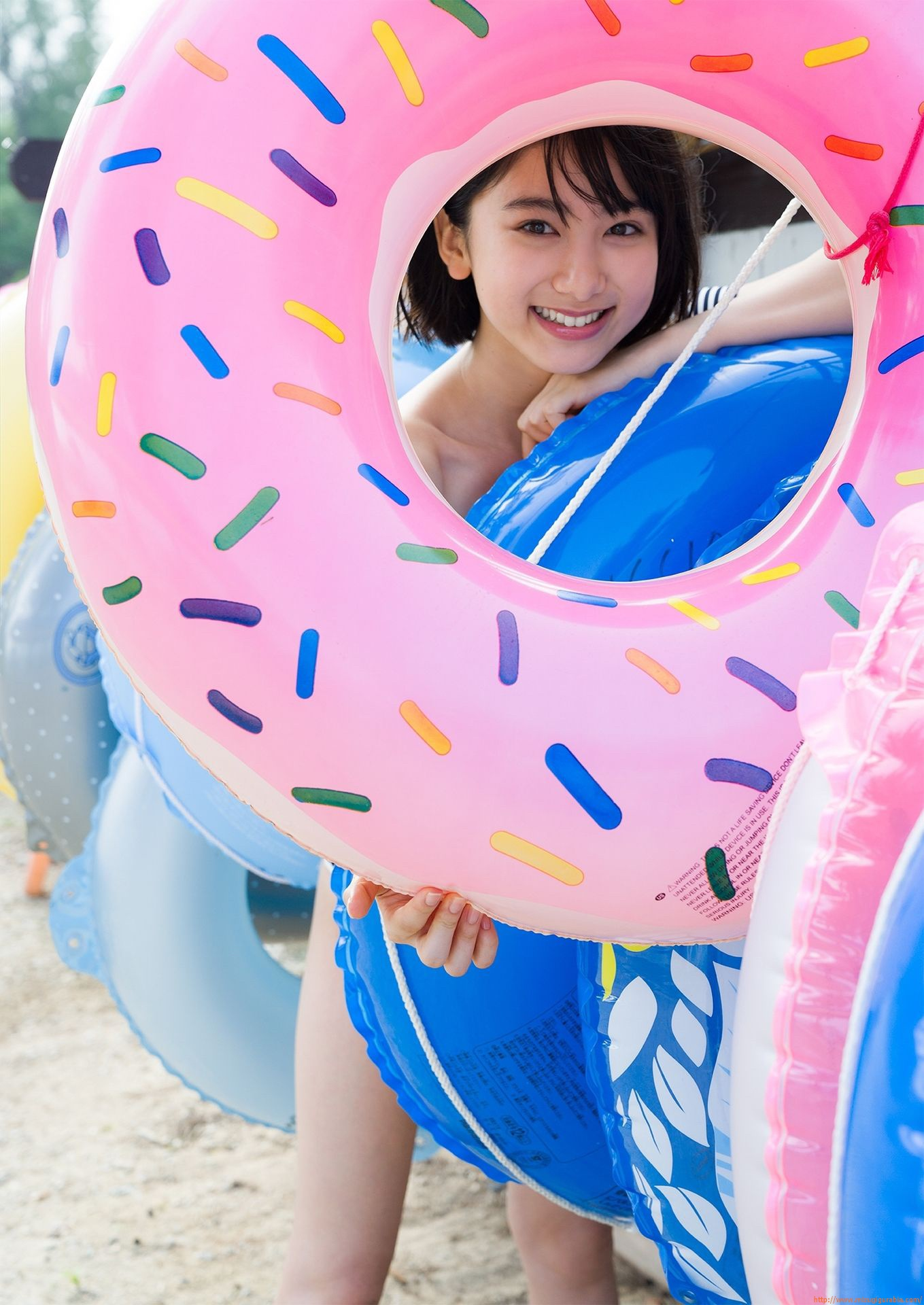 First swimsuit gravure of a beautiful girl of 16 years old topic023