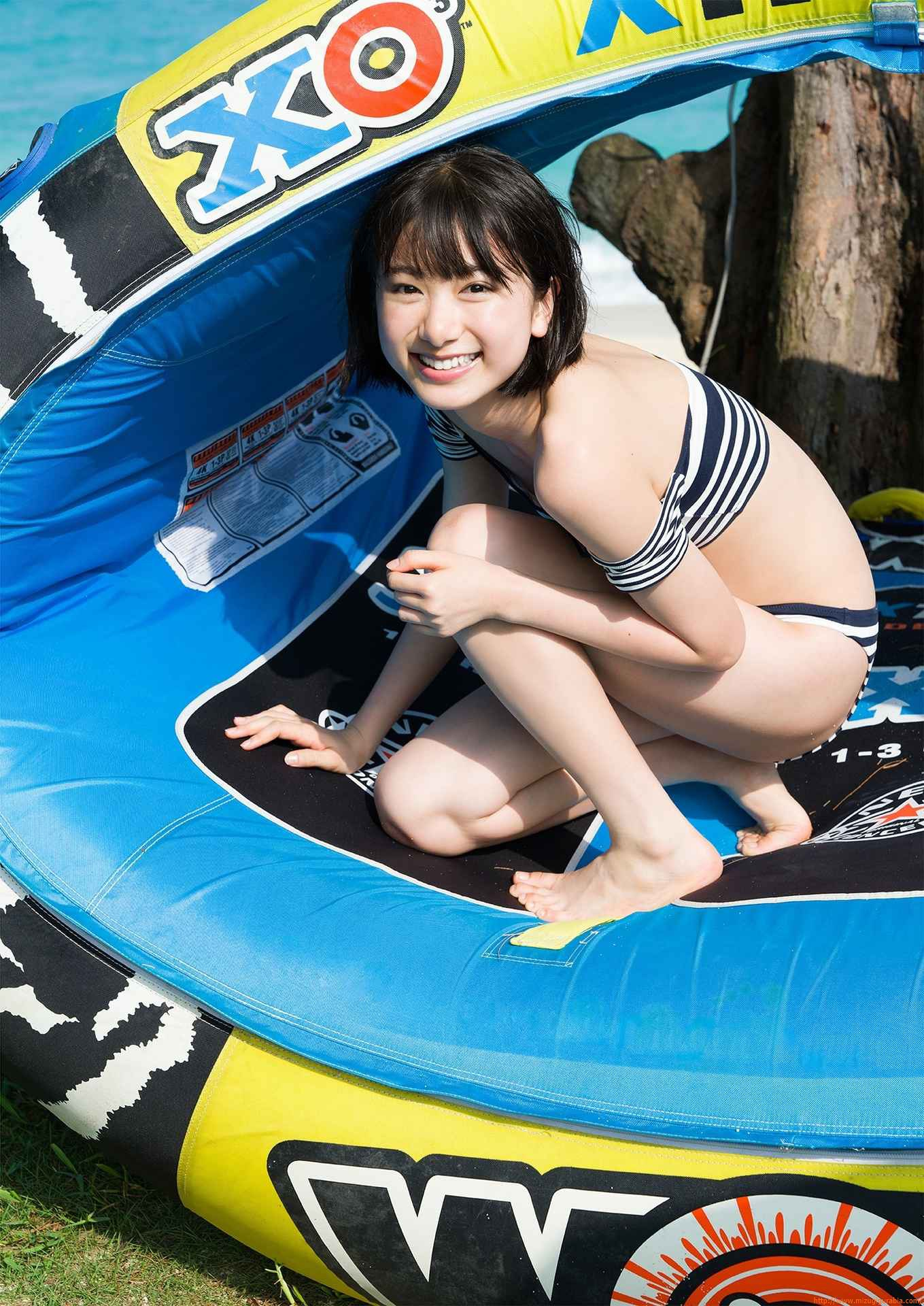 First swimsuit gravure of a beautiful girl of 16 years old topic025