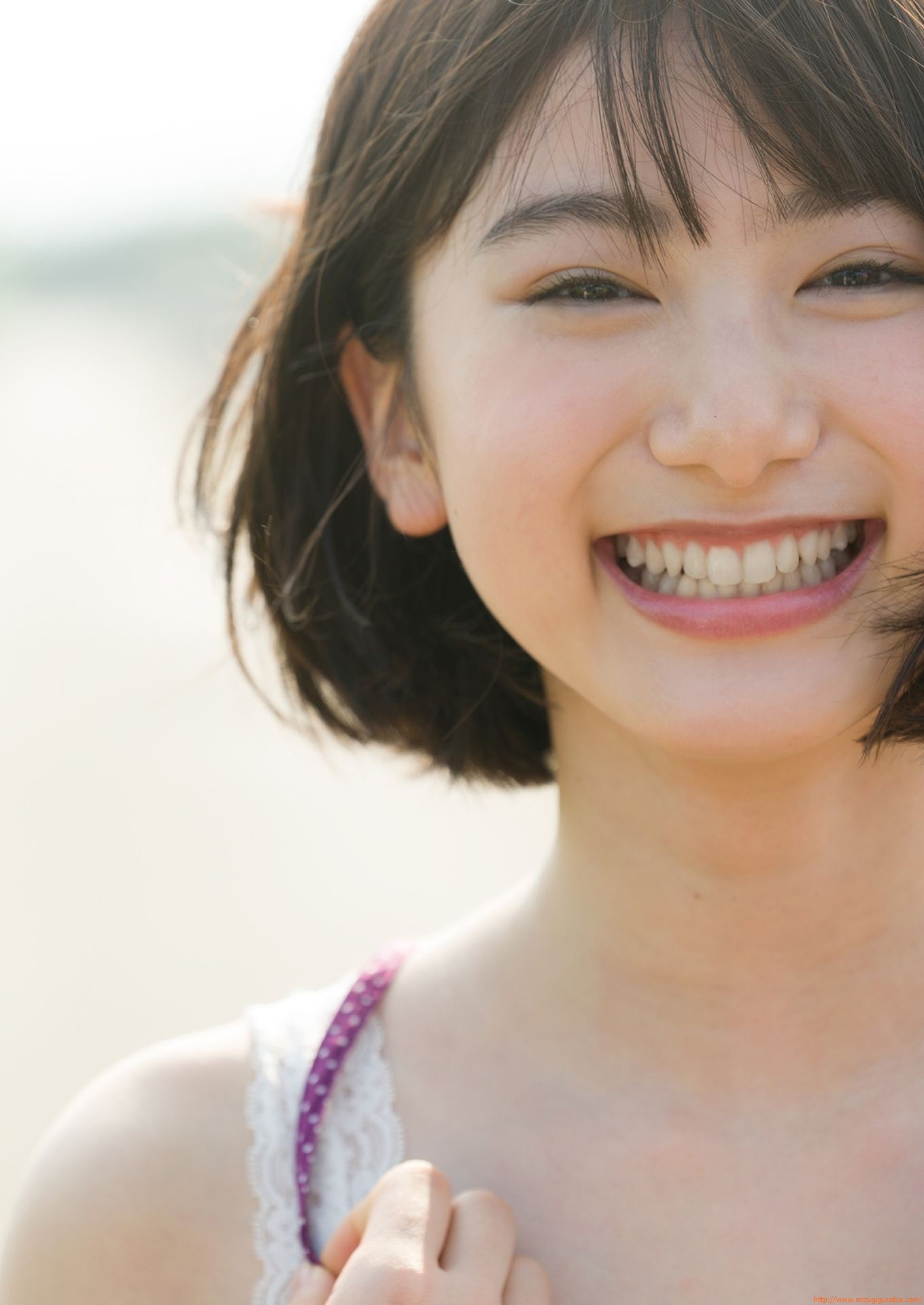 First swimsuit gravure of a beautiful girl of 16 years old topic032