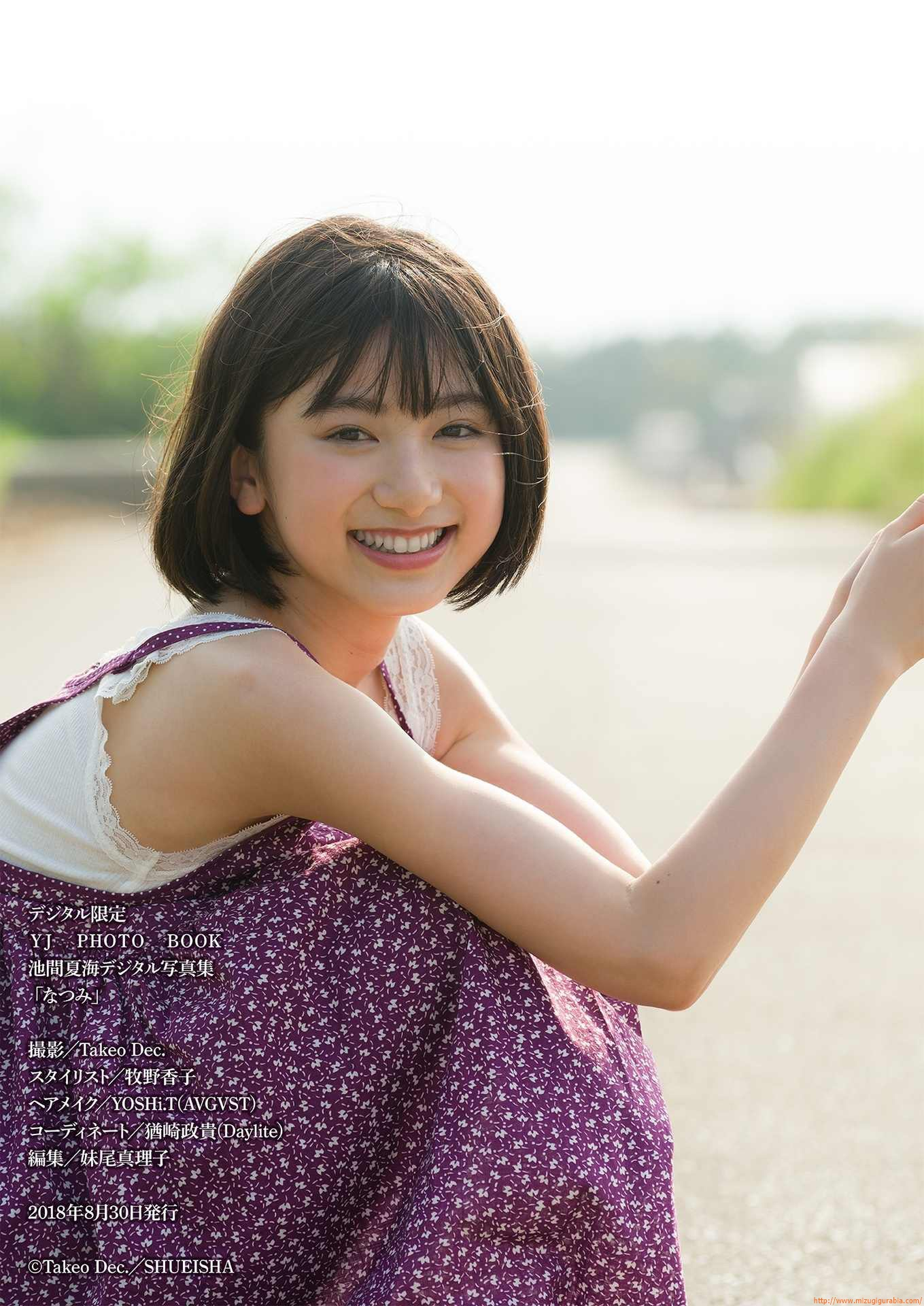 First swimsuit gravure of a beautiful girl of 16 years old topic033