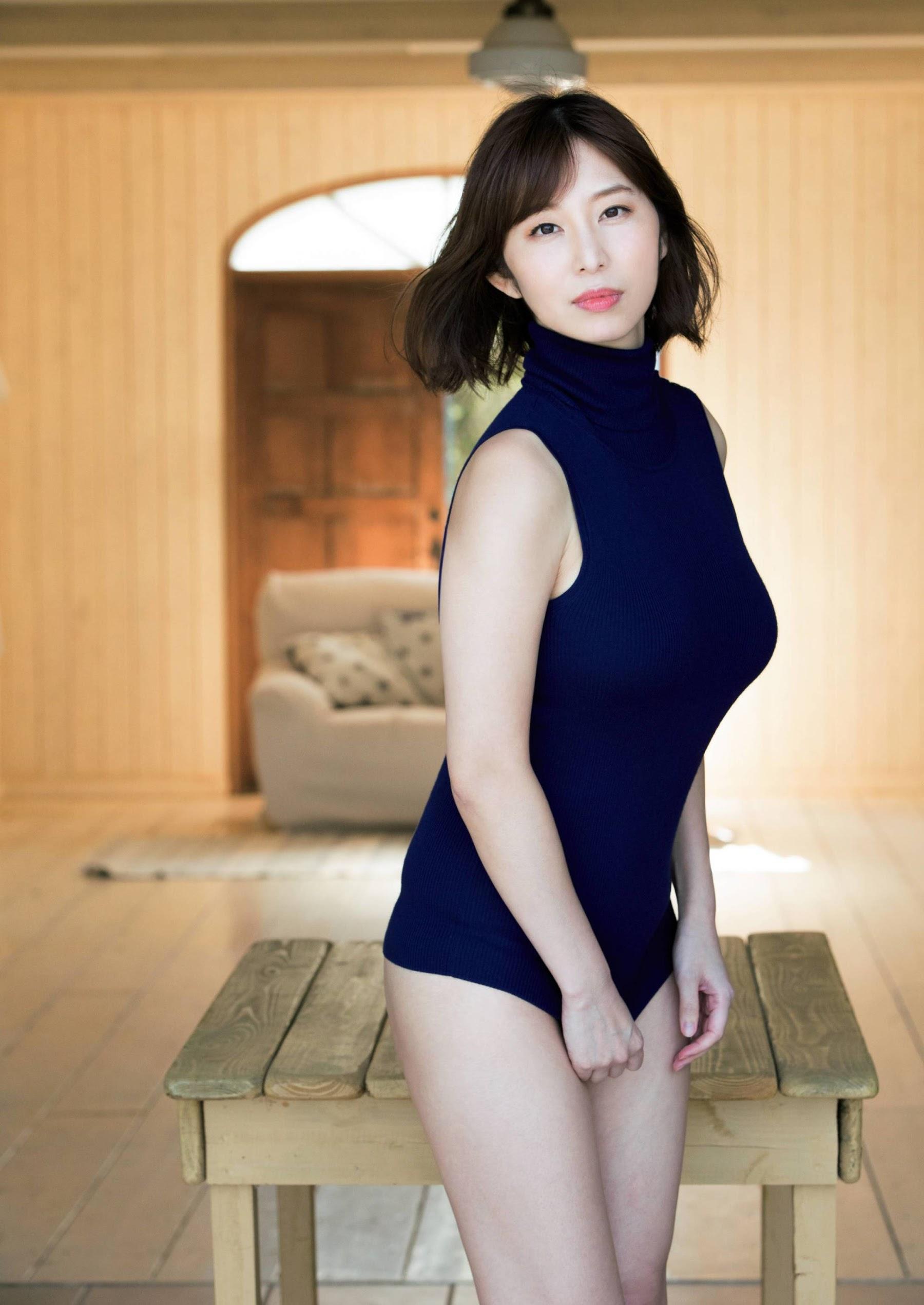 Misumi Shiochi, a female announcer in her underwear002