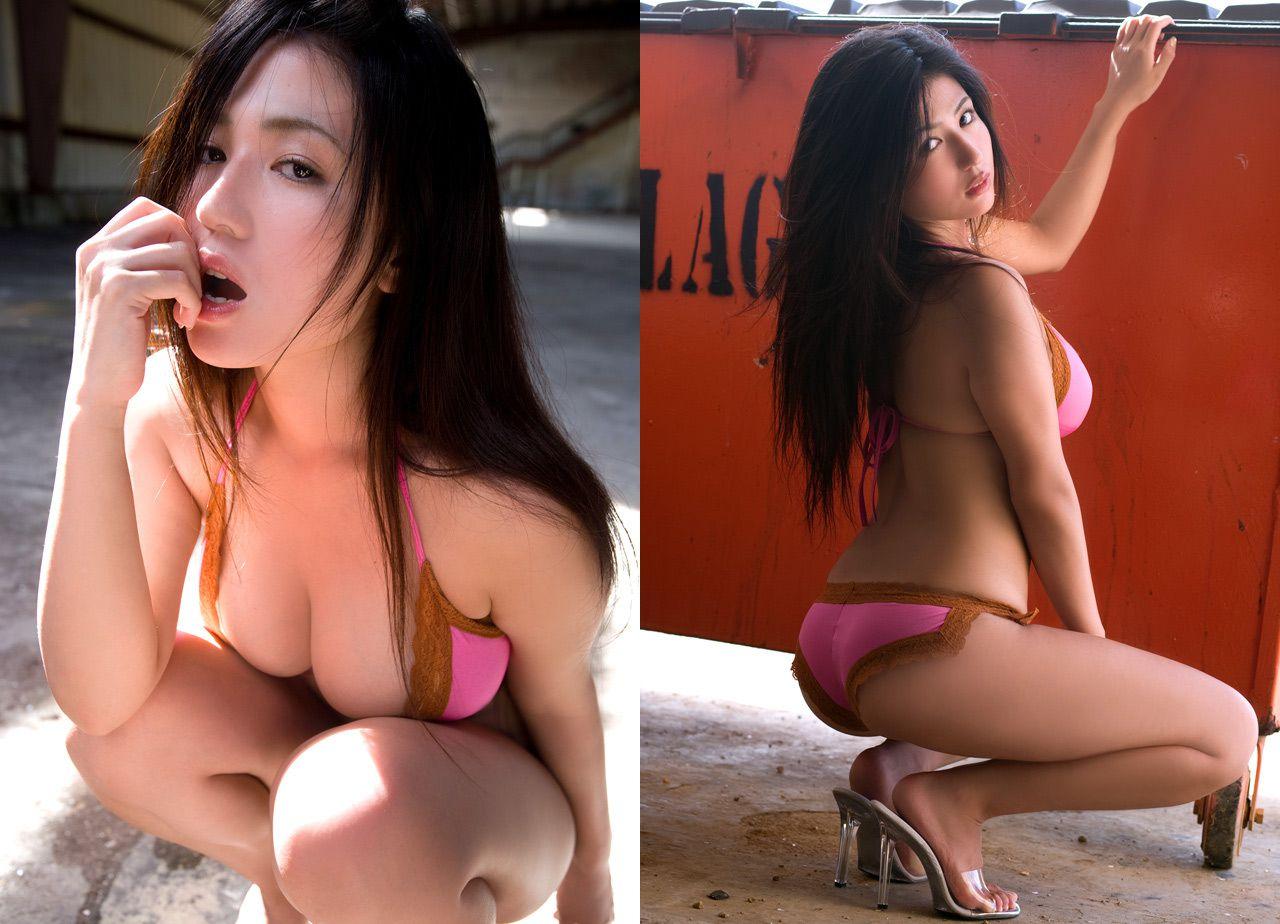 The bust that seems to fall out of the bikini is like Nonan Takizawa011