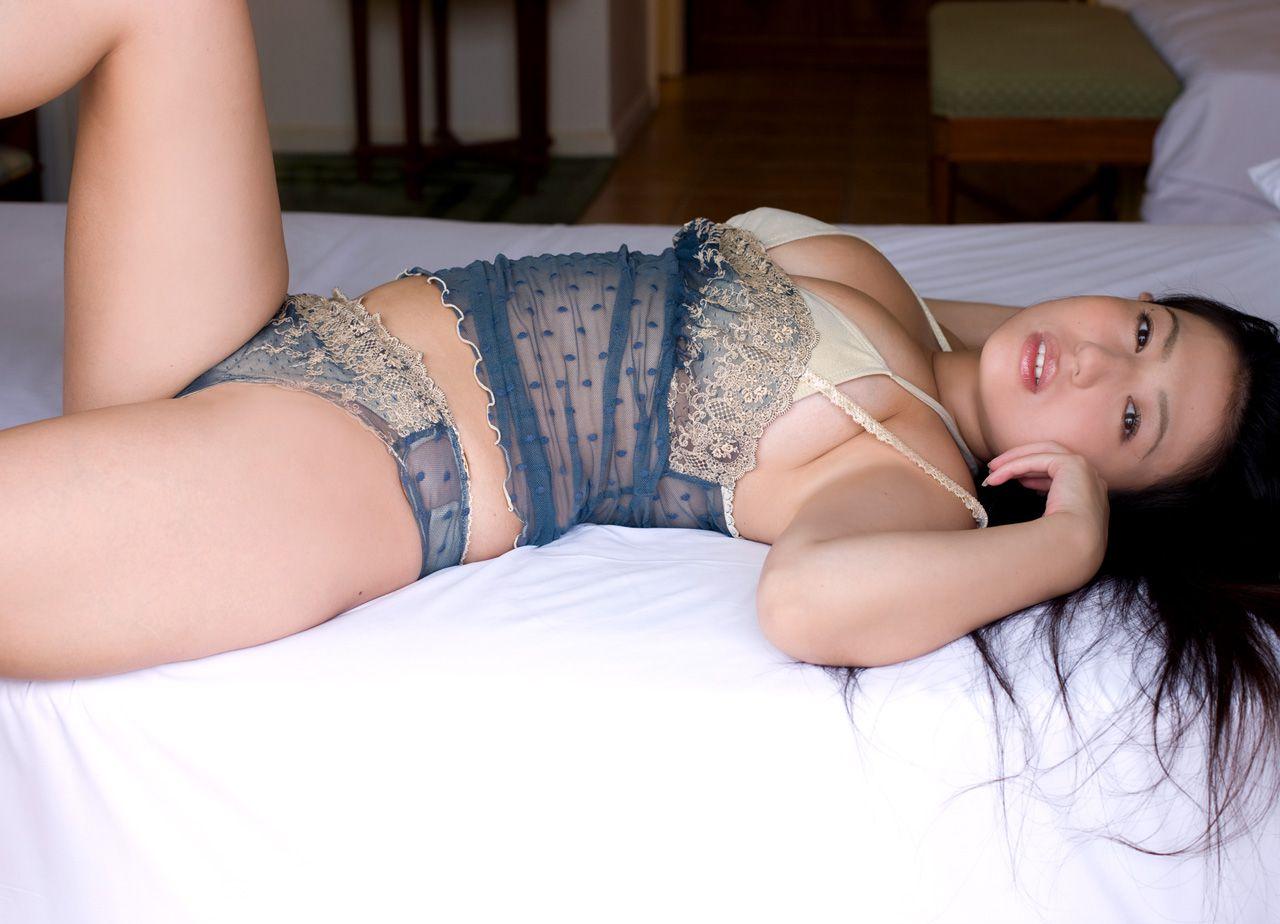 The bust that seems to fall out of the bikini is like Nonan Takizawa018