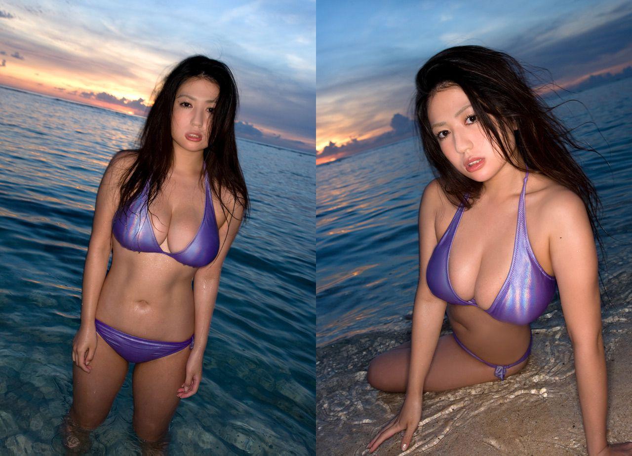The bust that seems to fall out of the bikini is like Nonan Takizawa030
