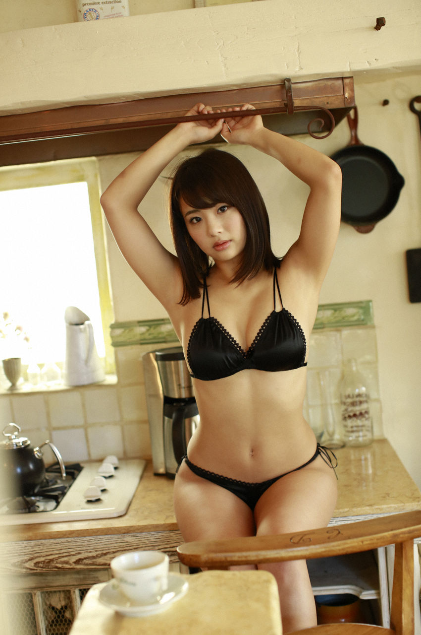 F-cup Natsumi Hirashima with her voluptuous style003