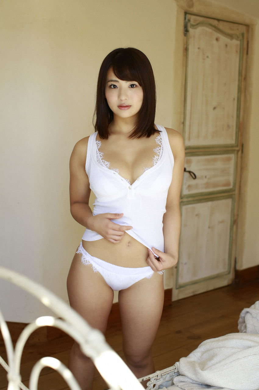 F-cup Natsumi Hirashima with her voluptuous style008