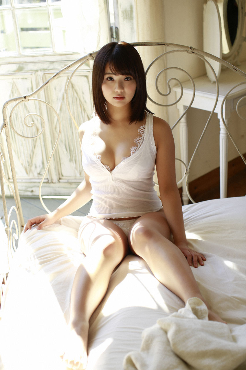 F-cup Natsumi Hirashima with her voluptuous style009