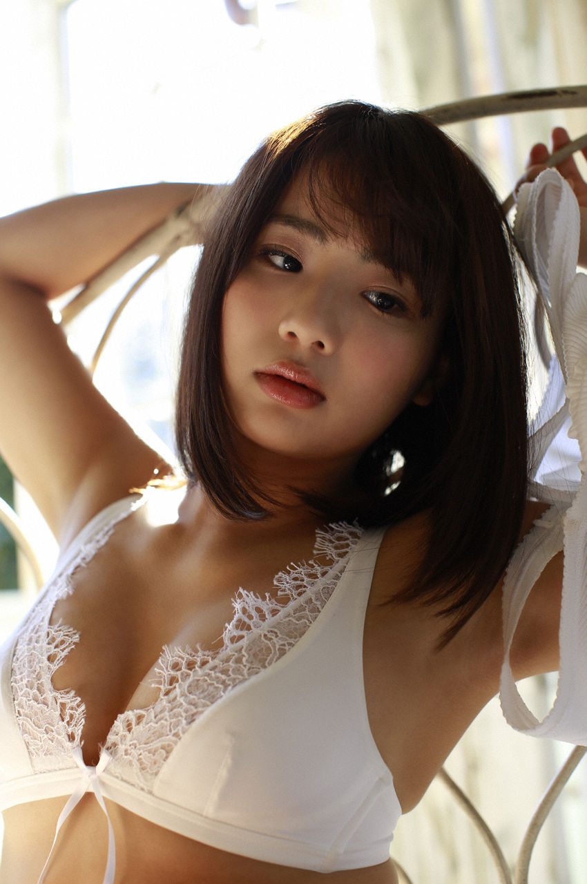 F-cup Natsumi Hirashima with her voluptuous style011