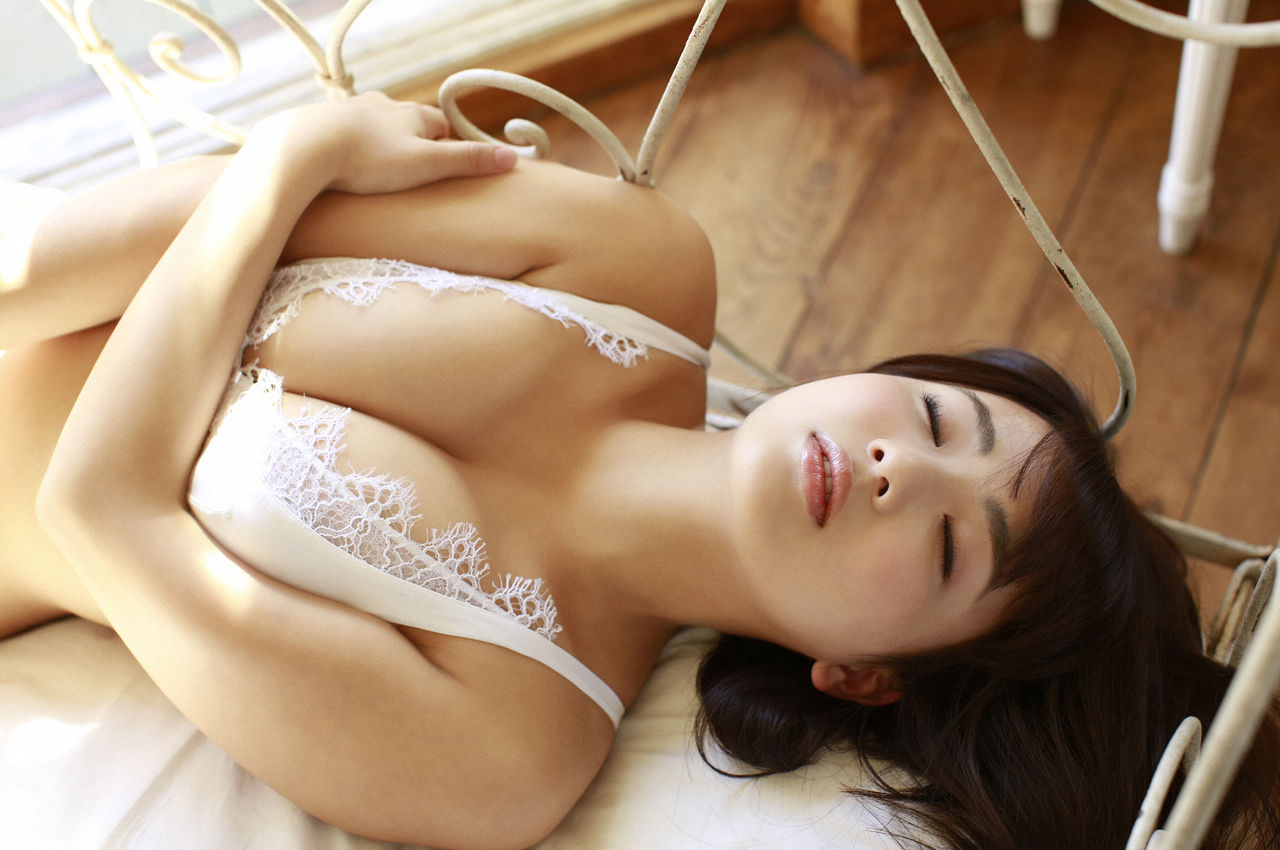 F-cup Natsumi Hirashima with her voluptuous style013