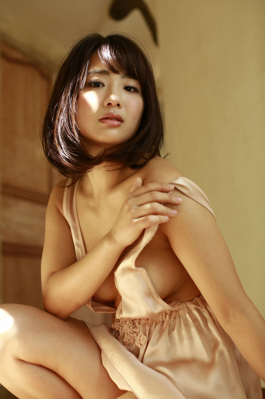 F-cup Natsumi Hirashima with her voluptuous style032