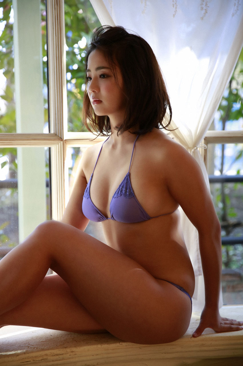 F-cup Natsumi Hirashima with her voluptuous style051