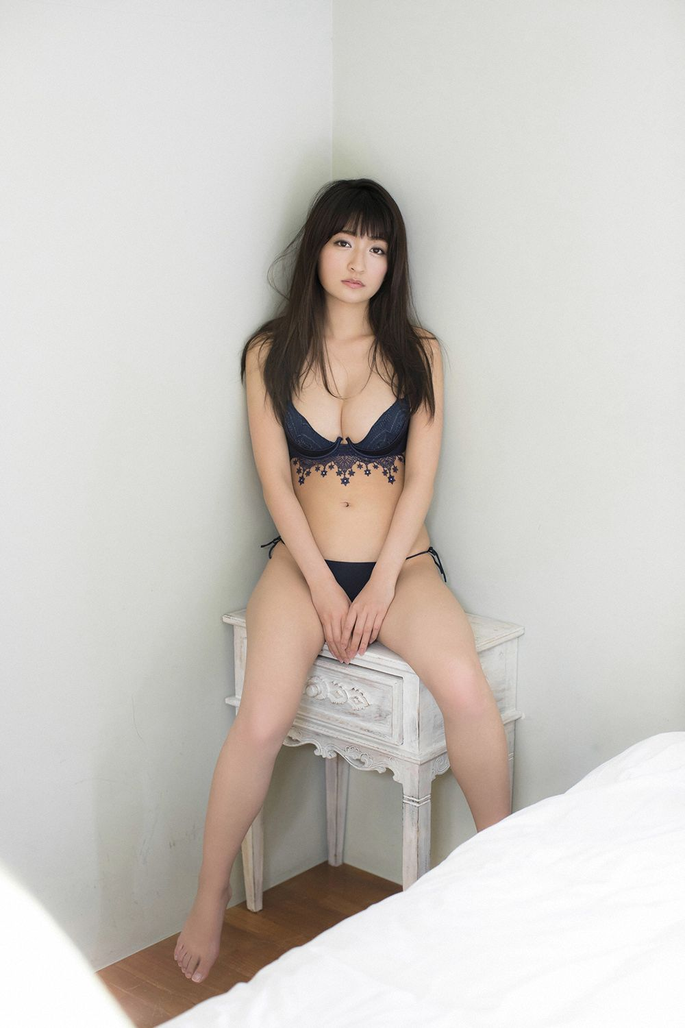 This is a girl with big tits who wants to be a popular girl051